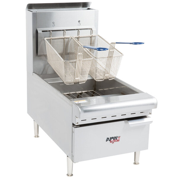 Scratch and Dent APW Wyott APW-F25C NAT Natural Gas 25 lb. Countertop Fryer - 60,000 BTU Main Image 1