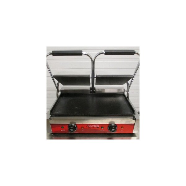 """Avantco P85S Double Smooth Top & Bottom Commercial Panini Sandwich Grill - 18 3/16"""" x 9 1/16"""" Cooking Surface - 120V, 3500W"""