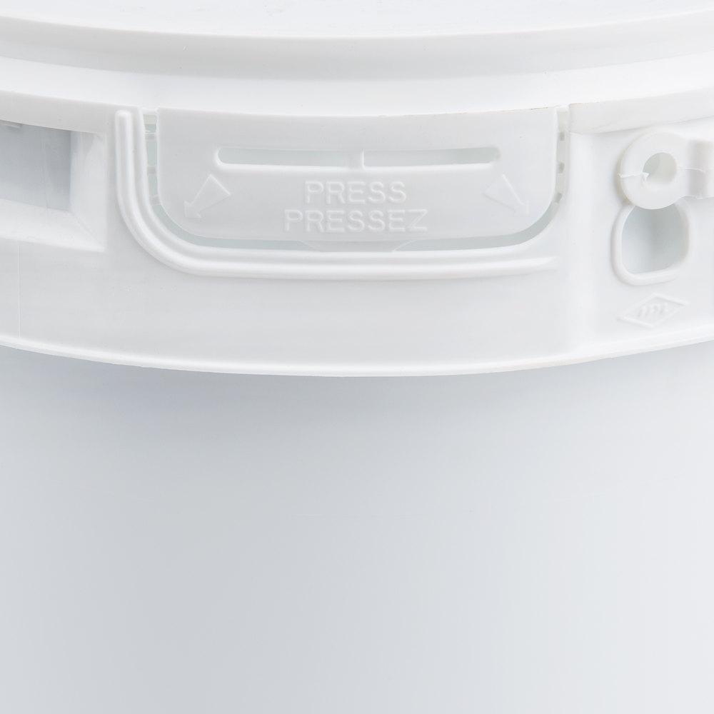 Satin Ice 10006 20 lb. Ivory Vanilla Rolled Fondant Icing