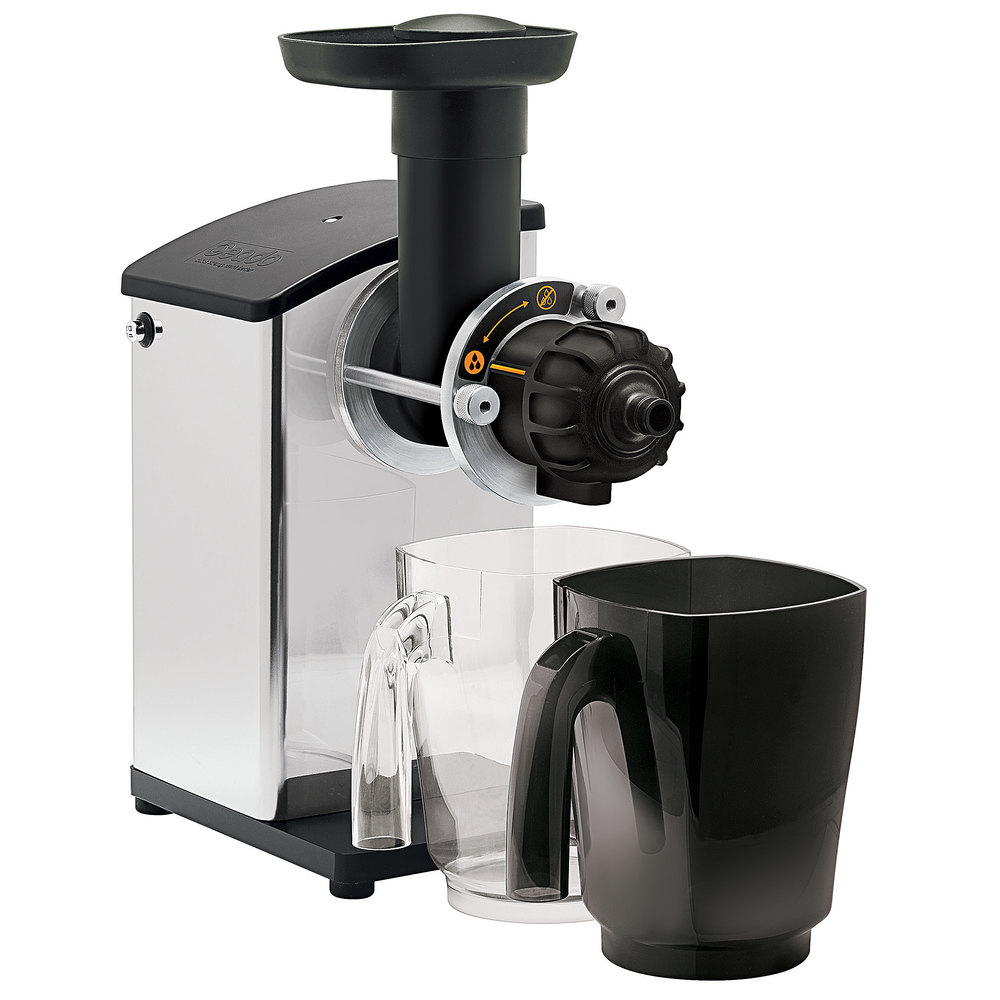 Masticating juicer set up to use with a clear juice container and a black waste container