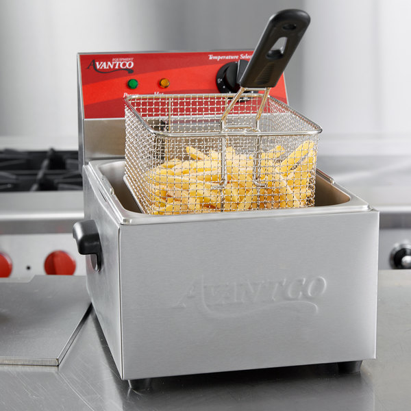 Avantco F100 10 lb. Electric Countertop Fryer - 120V, 1750W
