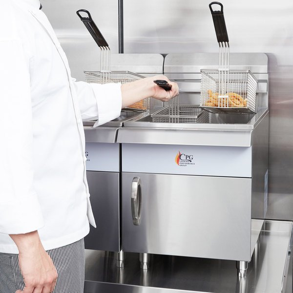 Cooking Performance Group CF30 Natural Gas 30 lb. Countertop Fryer - 53,000 BTU