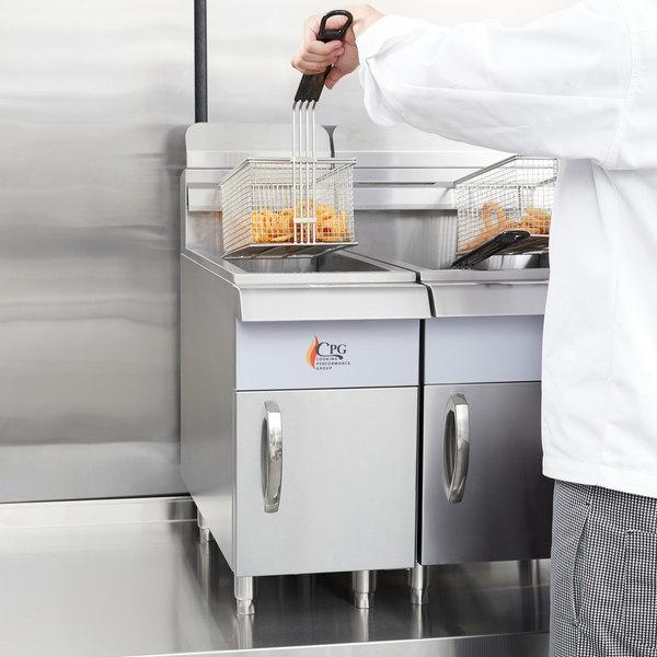 Cooking Performance Group CF15 Natural Gas 15 lb. Countertop Fryer - 26,500 BTU