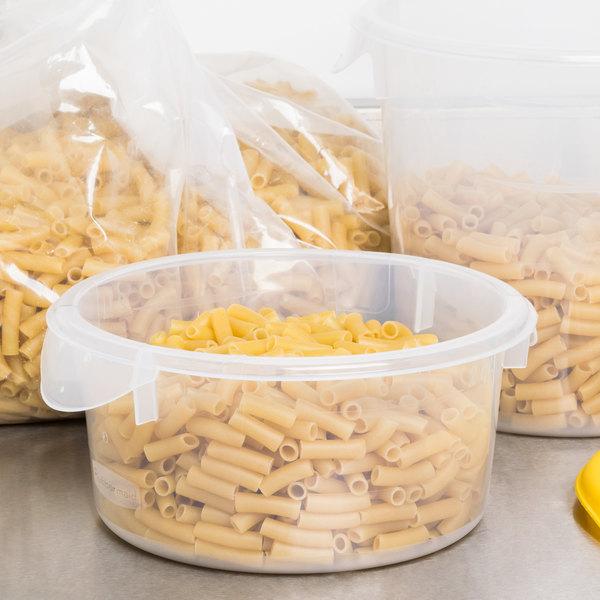 Rubbermaid FG572024CLR 2 Qt. Translucent Round Food Storage Container