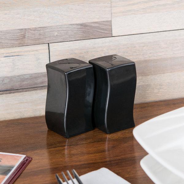 Fineline Tiny Temptations 610102-BK Tiny Twinnies Black Plastic Salt and Pepper Shaker Set