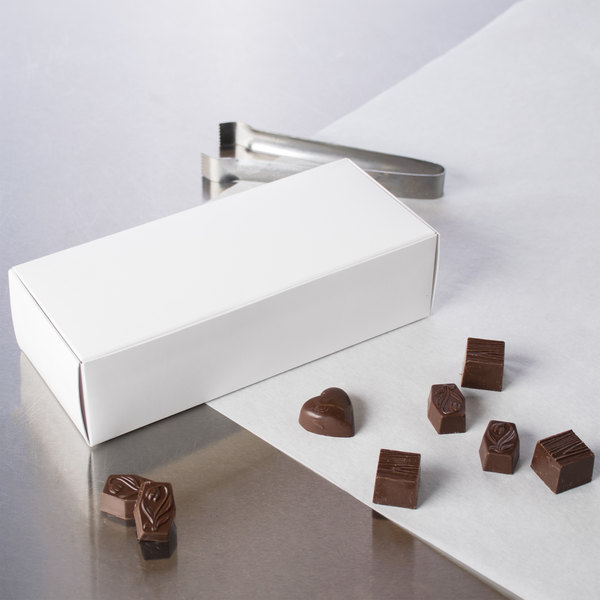"8 7/8"" x 3 3/4"" x 2 3/8"" White 1-Piece 2 lb. Candy Box - 25/Pack Main Image 5"