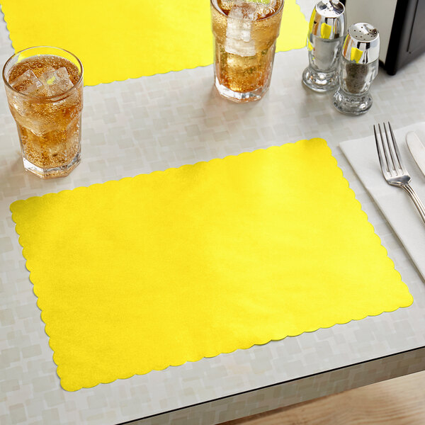 """Choice 10"""" x 14"""" Yellow Colored Paper Placemat with Scalloped Edge - 1000/Case Main Image 2"""