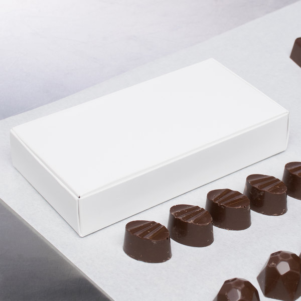 "6"" x 3 1/4"" x 1 1/8"" 1-Piece 5 oz. White Candy Box - 250/Case"