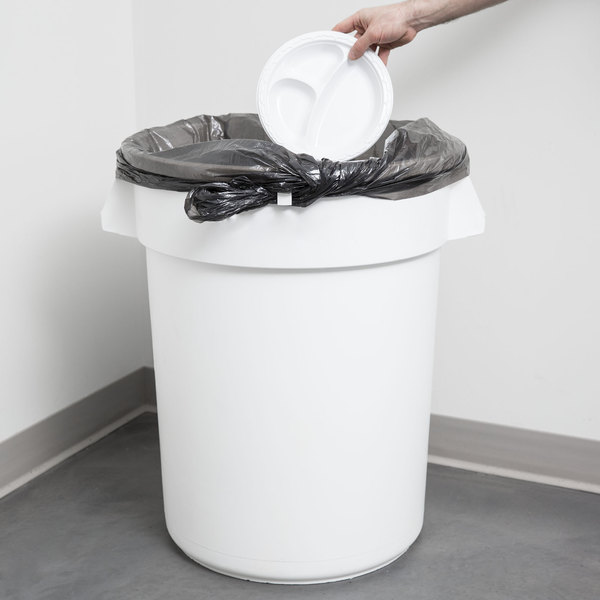 Continental 3200WH Huskee 32 Gallon White Trash Can