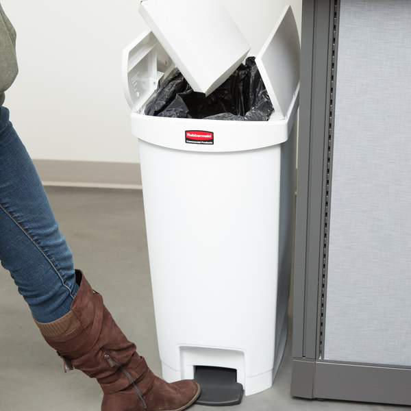 Rubbermaid 1883558 Slim Jim Resin White End Step-On Trash Can with Rigid Plastic Liner - 52 Qt. / 13 Gallon