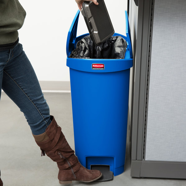 Rubbermaid 1883594 Slim Jim Resin Blue End Step-On Trash Can with Rigid Plastic Liner - 13 Gallon