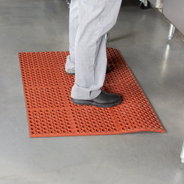 "Cactus Mat 2520-R3S VIP Deluxe 29"" x 39"" Red Heavy-Duty Grease-Resistant Rubber Anti-Fatigue Floor Mat - 7/8"" Thick Main Image 3"