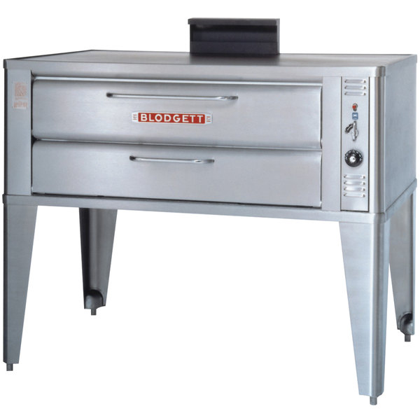 Blodgett 911P Natural Gas Compact Single Pizza Deck Oven with Draft Diverter - 27,000 BTU