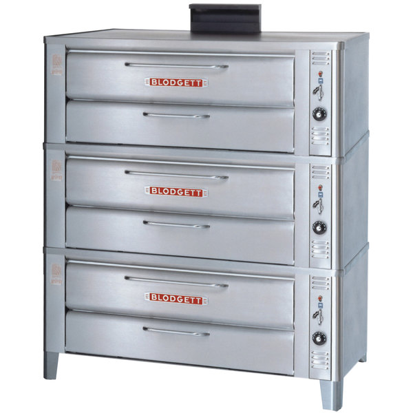 Blodgett 911 Natural Gas Compact Triple Deck Oven with Draft Diverter - 81,000 BTU Main Image 1