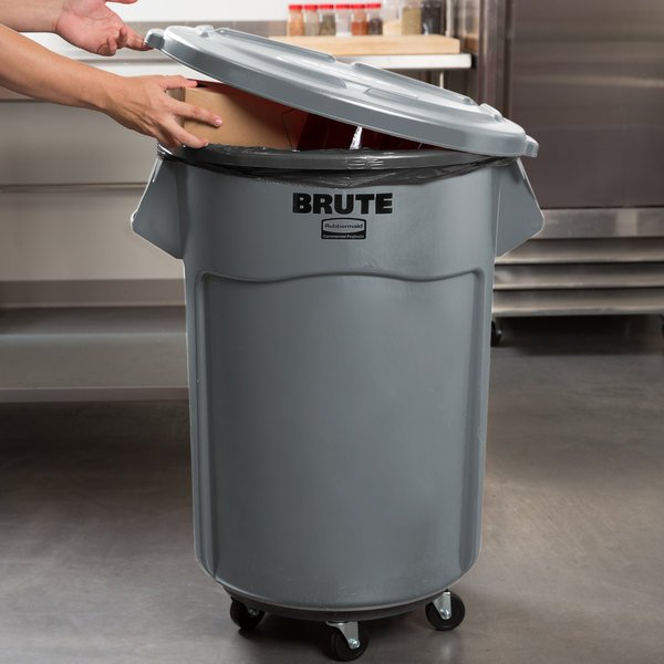 rubbermaid brute 55 gallon gray trash can lid and dolly kit. Black Bedroom Furniture Sets. Home Design Ideas