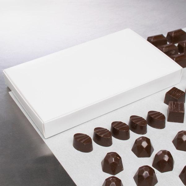 "9 1/4"" x 5 1/2"" x 1 1/8"" 1-Piece 1 lb. White Candy Box - 25/Pack"