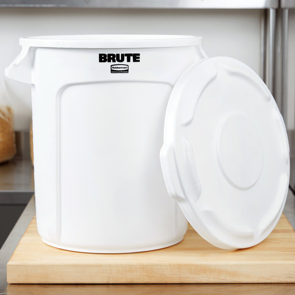 rubbermaid brute 10 gallon white ingredient bin trash can and lid