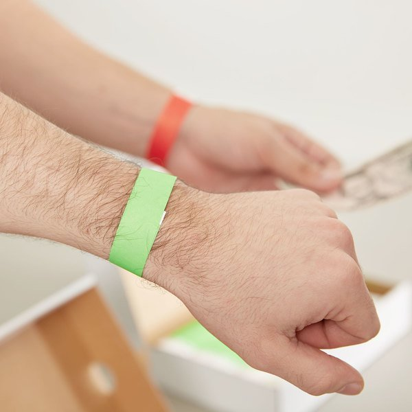 "3/4"" x 10"" Red and Green Disposable Tyvek Wristbands - 2000/Kit"