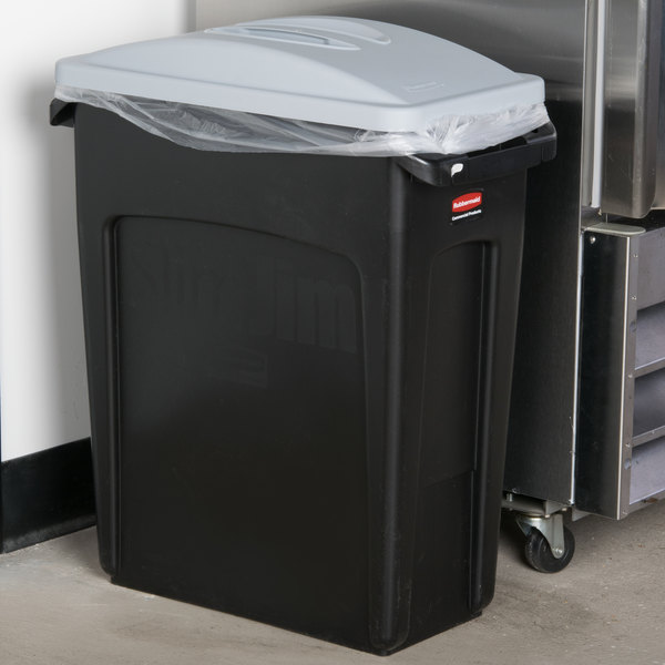 rubbermaid slim jim 16 gallon black trash can with light gray handled lid