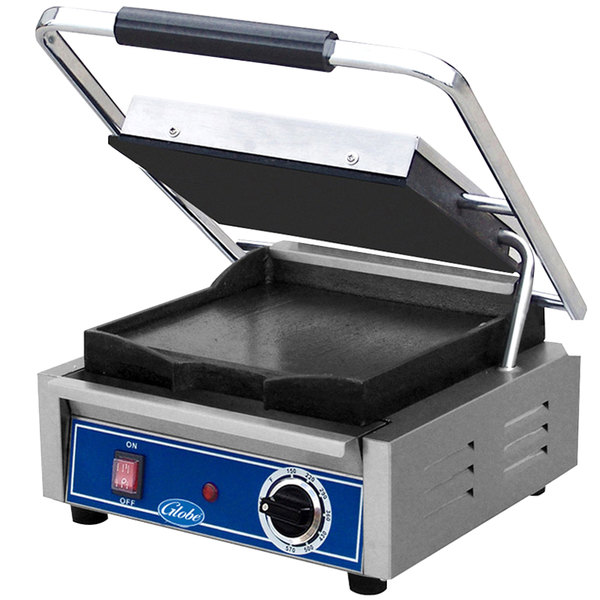 """Globe GSG10 Bistro Series Sandwich Grill with Smooth Plates - 10"""" x 10"""" Cooking Surface - 120V, 1800W"""