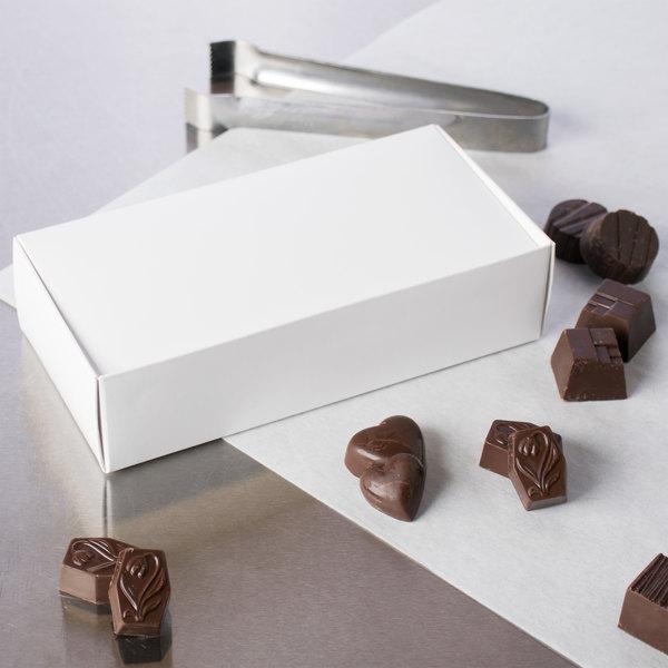 "7 3/8"" x 3 5/8"" x 1 7/8"" White 1 1/4 lb. 1-Piece Candy Box - 25/Pack"