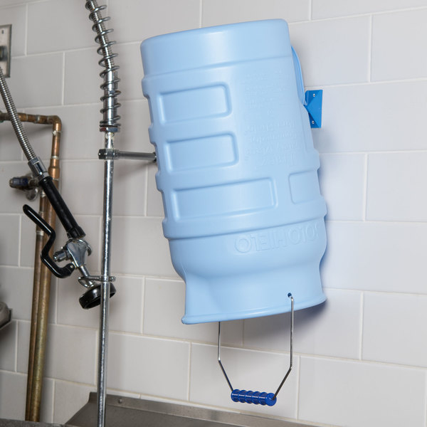 Vollrath 7001 Traex® Safety Mate 5.75 Gallon Blue Ice Porter with Hanging Bracket