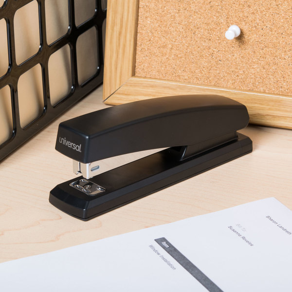 Universal UNV43118 20 Sheet Black Full Strip Desktop Stapler