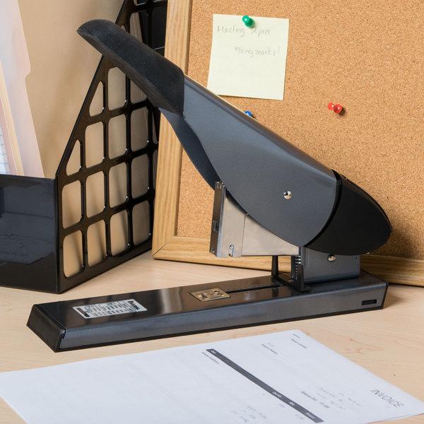 Universal UNV43048 200 Sheet Black Plastic Heavy-Duty Desktop Stapler