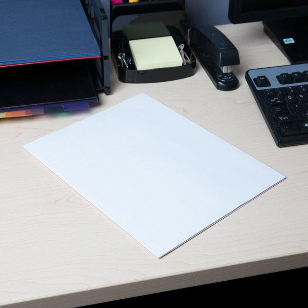 Universal UNV56604 Letter Size 2-Pocket Embossed Paper Pocket Folder, White - 25/Box
