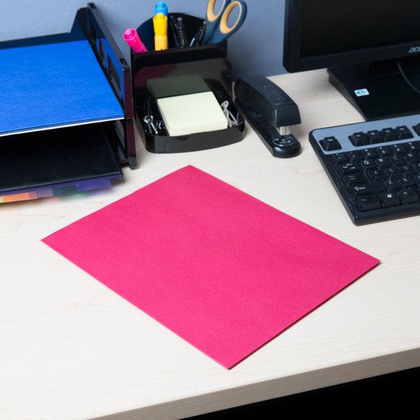 Universal UNV56611 Letter Size 2-Pocket Embossed Paper Pocket Folder, Red - 25/Box