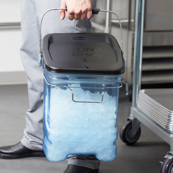 Rubbermaid 5.5 Gallon Ice Tote with Bin Hook Adapter and Lid