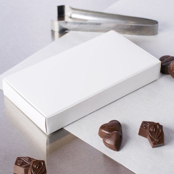 "7 1/2"" x 4"" x 1 1/8"" White 1/2 lb. 1-Piece Candy Box - 250/Case Main Image 5"