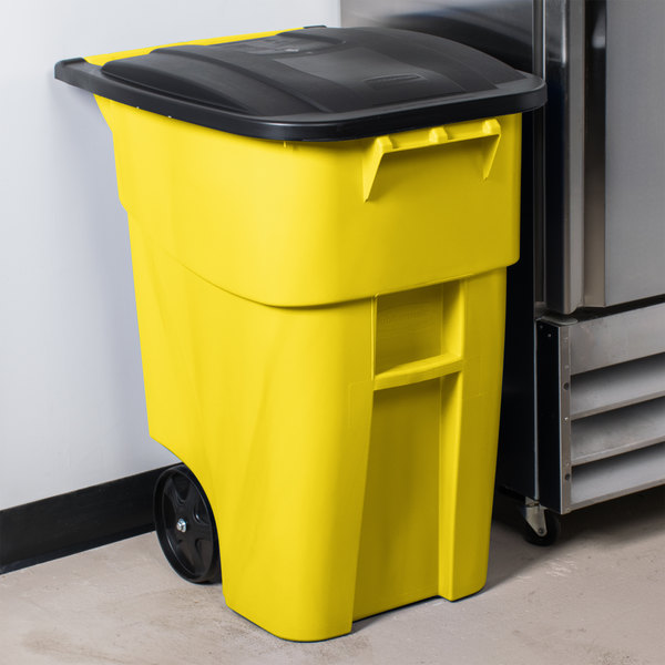 Rubbermaid FG9W2700YEL Brute 50 Gallon Yellow Standard Rollout Container with Lid