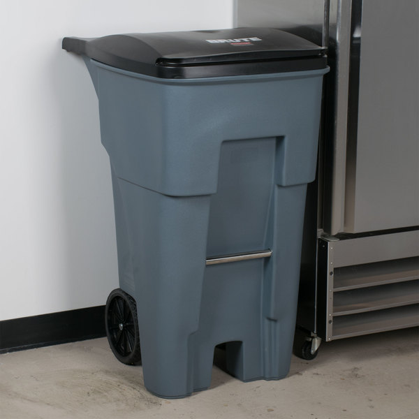 Rubbermaid FG9W2100GRAY Brute 65 Gallon Gray Standard Rollout Container with Lid