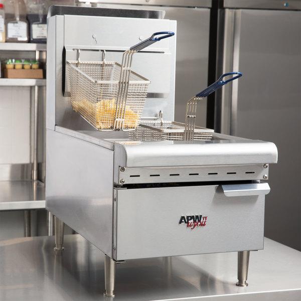APW Wyott APW-F25C NAT Natural Gas 25 lb. Countertop Fryer - 60,000 BTU Main Image 7
