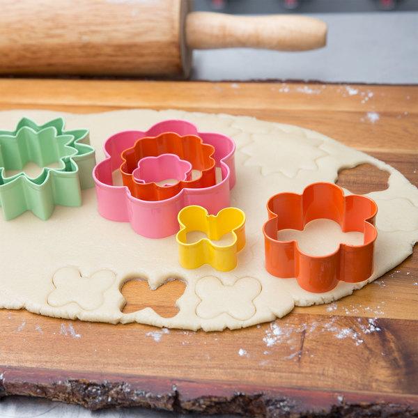 Wilton 2308-1541 7-Piece Metal Flower Garden Cookie Cutter Set
