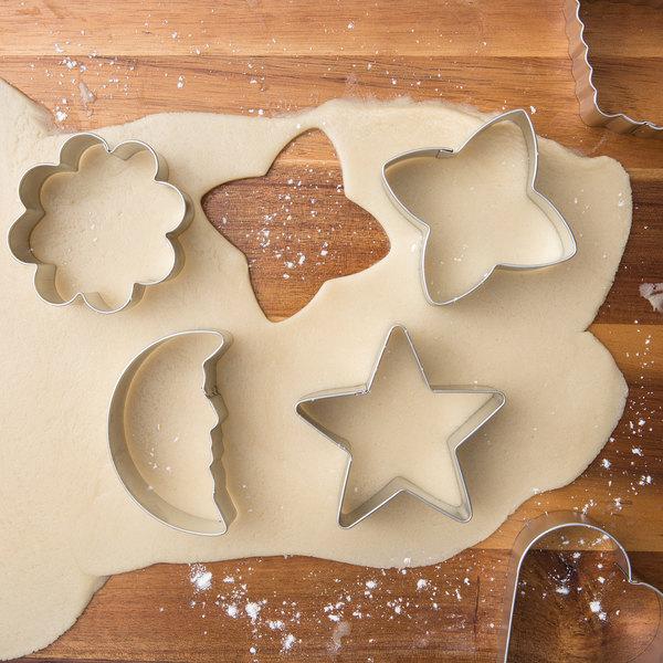 Wilton 2308-1235 6-Piece Metal Basic Shapes Cookie Cutter Set