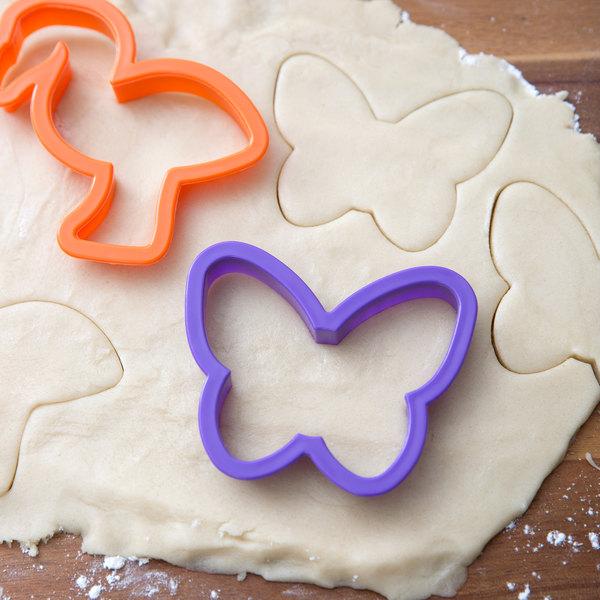Wilton 2304-1055 50-Piece Plastic Animal Pals Cookie Cutter Set
