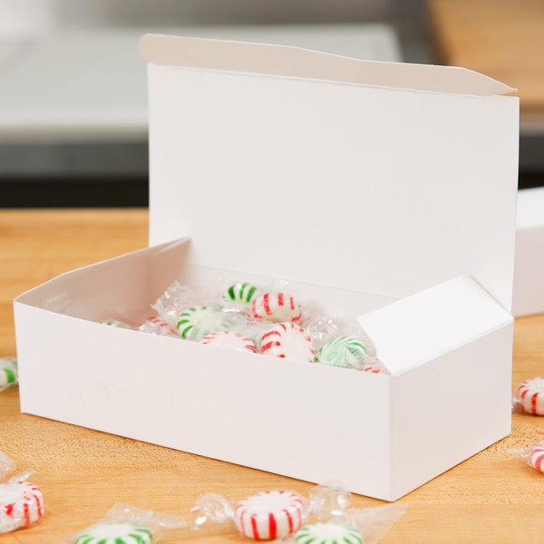 Baker's Mark 1 lb. White 1-Piece Candy Box - 250/Case