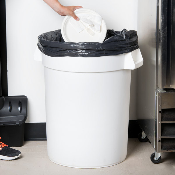 Carlisle 34103202 Bronco 32 Gallon White Trash Can