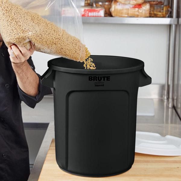 rubbermaid brute 10 gallon black executive trash can