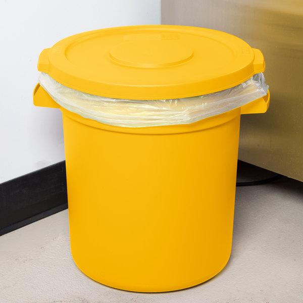 Carlisle Bronco 10 Gallon Yellow Trash Can with Lid