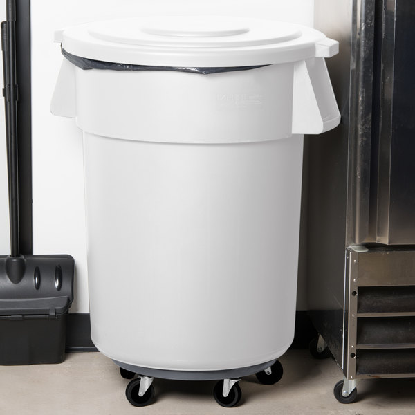 carlisle bronco 55 gallon white trash can with lid and dolly. Black Bedroom Furniture Sets. Home Design Ideas
