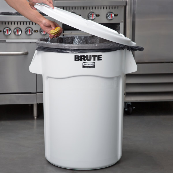 Rubbermaid BRUTE 44 Gallon White Ingredient Bin / Trash Can and Lid