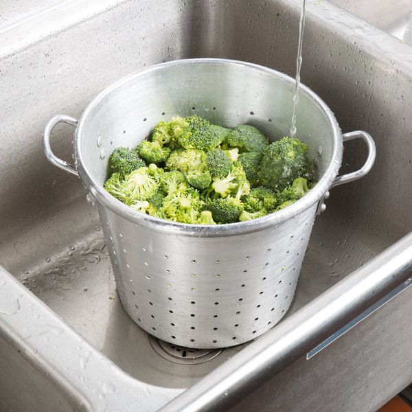 Town 38013 36 Qt. Tapered Aluminum Vegetable Colander with Handles Main Image 3