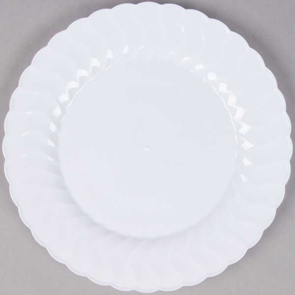 Give your guests an upscale atmosphere with this Fineline Flairware 209-WH 9  white plastic plate!  sc 1 st  WebstaurantStore & Fineline Flairware 209-WH 9