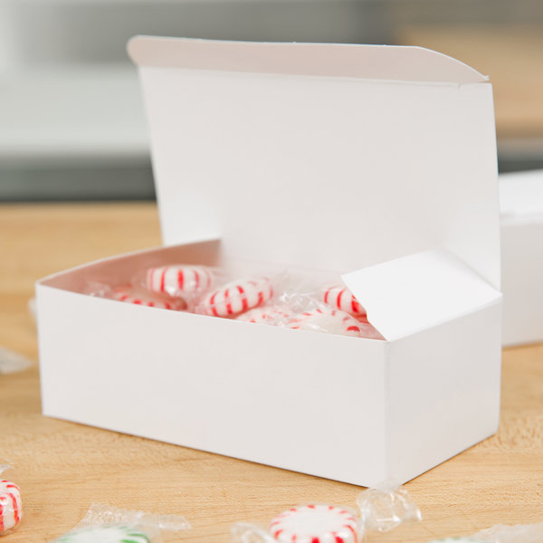 Baker's Mark 1/2 lb. White 1-Piece Candy Box - 25/Pack
