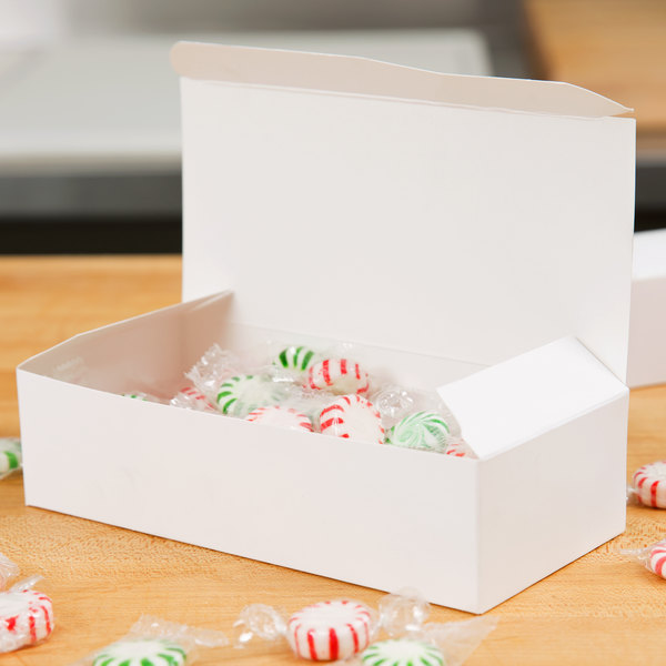 Baker's Mark 1 lb. White 1-Piece Candy Box - 25/Pack