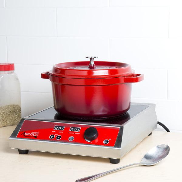 GET CA-012-R/BK Heiss 4.5 Qt. Red Enamel Coated Cast Aluminum Round Coated Cast Aluminum Dutch Oven with Lid Main Image 4