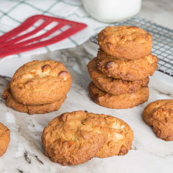 David's Cookies 1.5 oz. Preformed White Chocolate Chip Macadamia Nut Cookie Dough - 213/Case Main Image 3